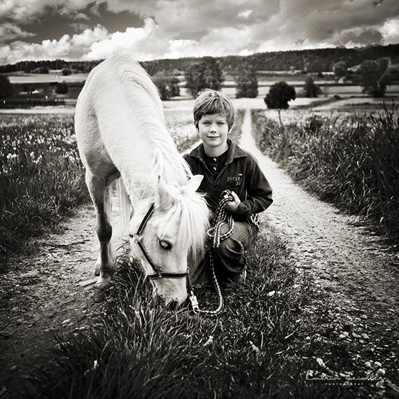 Tierfotografie - Kind mit Pferd