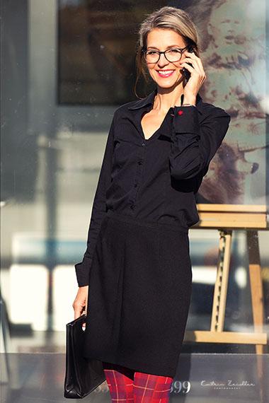 Businessporträt - Geschäftsfrau beim telefonieren