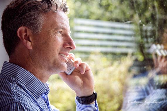 Businessporträt - Geschäftsmann beim telefonieren