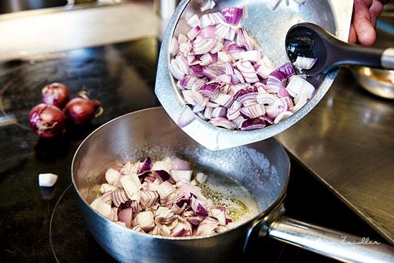 Businessfoto - Restaurant Zwiebelsuppe Zubereitung