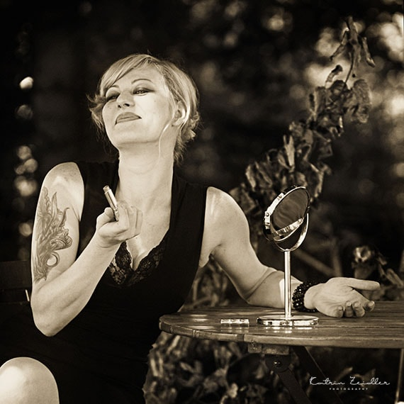 Erotikfotografie - Tatoo und Lippenstift