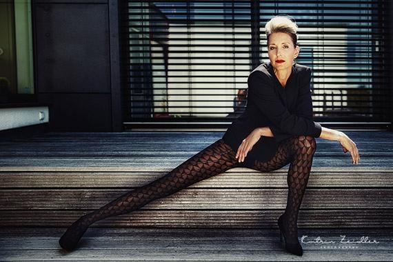 Erotikfotografie - das lange Bein lässt Erotik spüren