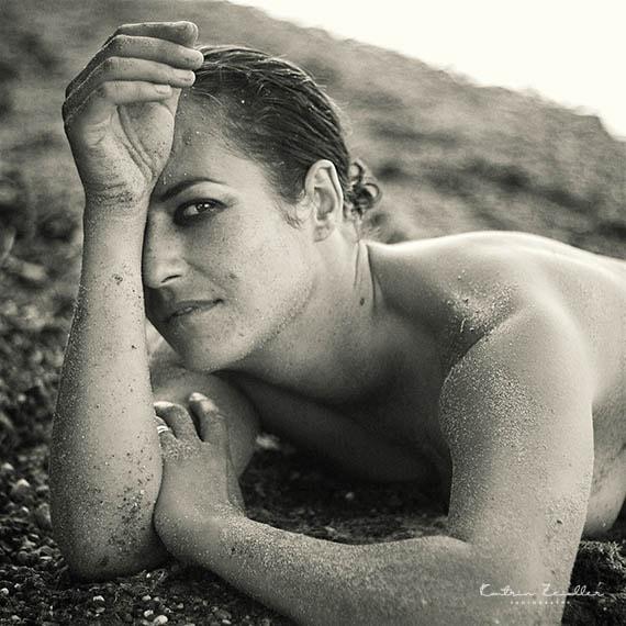 Erotikfotografie - freizügige Erotik in der Natur