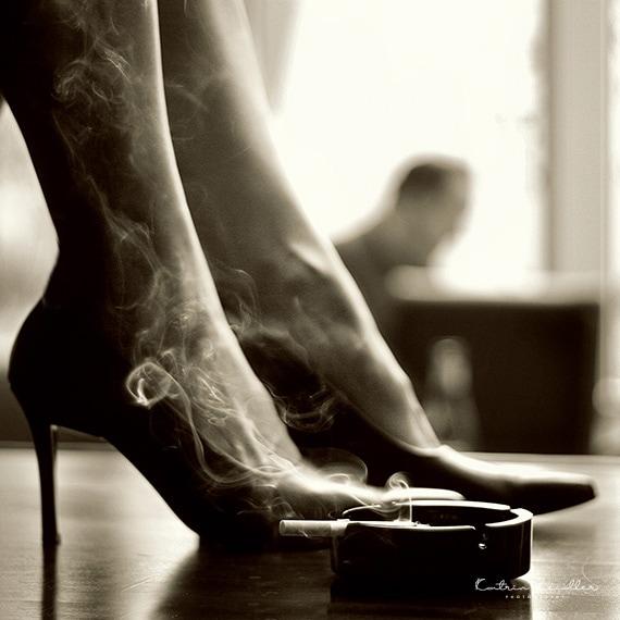 Erotikfotografie - Rauch trifft auf erotische Füße