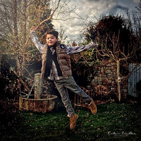Kinderfotografie - Kind springt