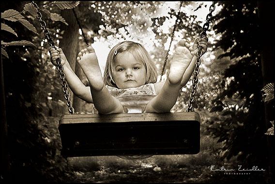 Kinderfotografie - Kind auf der Schaukel