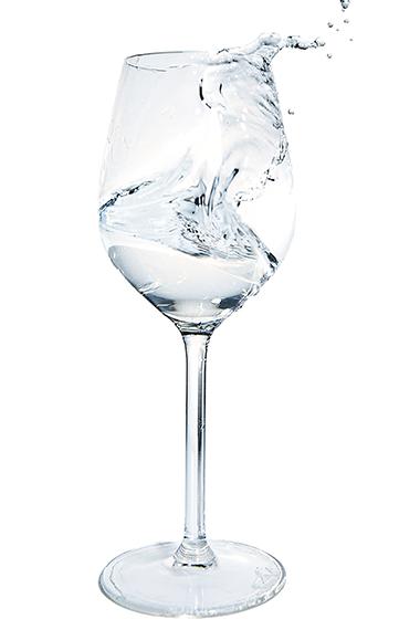 Wasserglas mit Wasserwelle