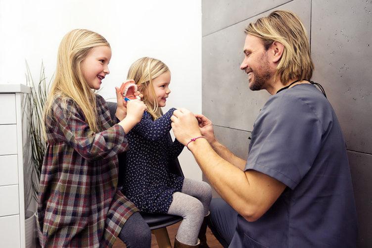 kinderfreundlicher Zahnarzt