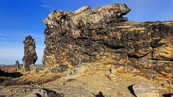 Teufelsmauer Harz - Felswand in der Sonne